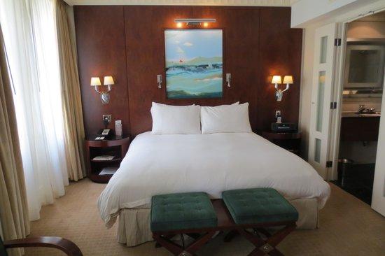 Sofitel Washington DC : Luxury room with King-size bed