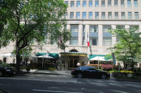 Sofitel Washington DC : Front of hotel