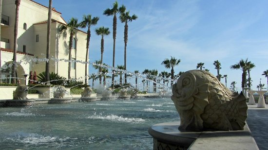 Hyatt Regency Huntington Beach Resort & Spa: Fountain at Hyatt resort