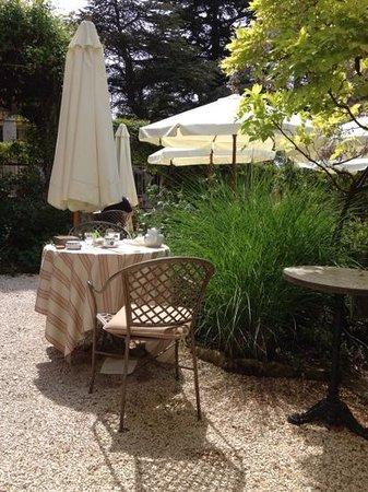 Restaurant Clair de Plume Gastronomique : une jardin qui invite à s'y attarder