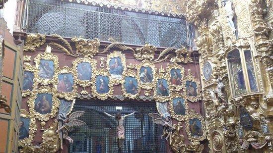 Iglesia de Santa Rosa de Viterbo: Medallones