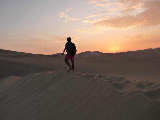 Viajes Paracas : Atardecer en el desierto de Huacachina