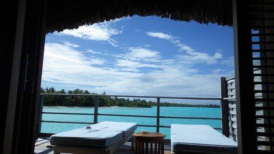 Four Seasons Resort Bora Bora: 寝室からの眺め