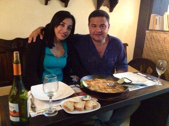 Amarelo Restaurant : Disfrutando comida española