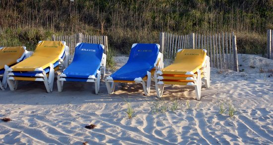 Atlantis Lodge: Beach chairs and umbrellas are available for your use!!