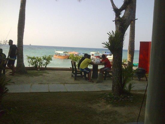 Arwana Perhentian Eco Resort & Beach Chalet: ..the seaside...