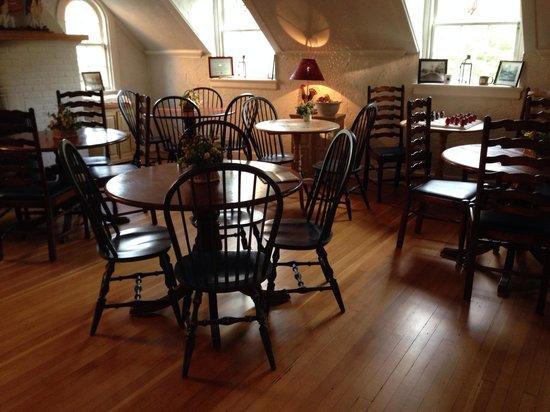 Fife & Drum Inn: Dining Area