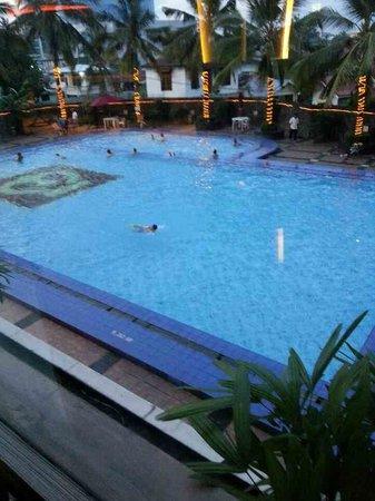 Hotel Pangeran : Kolam Renang