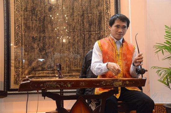 Silk Path Hotel: música