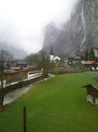 Lauterbrunnen: ถ่ายจากรถไฟไป Wengen ขาไป Jungfrau