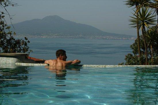 Grand Hotel Capodimonte: каскадный бассейн