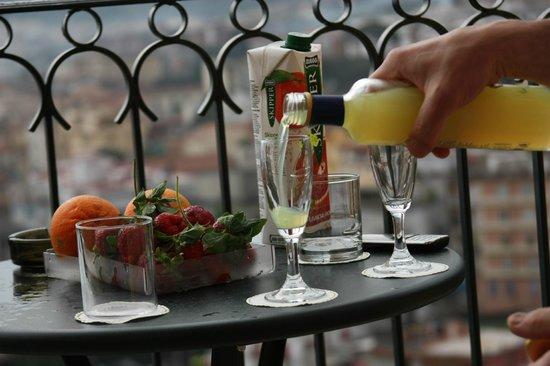 Grand Hotel Capodimonte: На балконе вечером