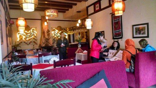 The Lizard Restaurant: Inside