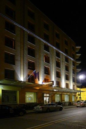 City Hotel Ljubljana: City Hotel, Outside