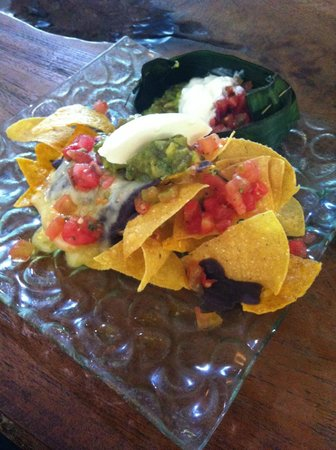 Clear Cafe: Nachos with refried black beans 40k