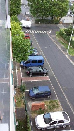 Premiere Classe Paris Ouest - Nanterre - La Defense: Parkings arrière