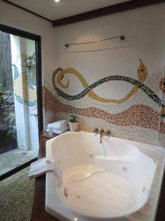 Garden Burees : Spa bath