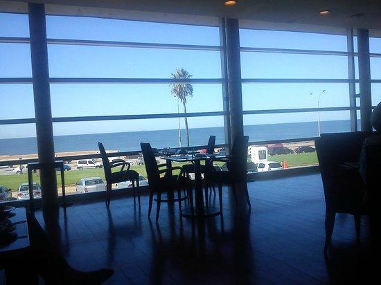 NH Montevideo Columbia: Desayunador