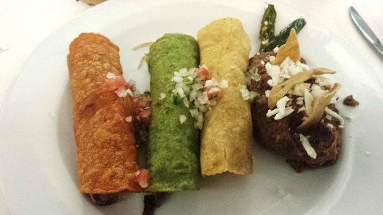 El Meson de Chucho El Roto: Tacos variados de Chucho el Roto