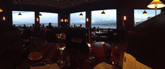 Schooners Coastal Kitchen & Bar : Magnifique table et vue