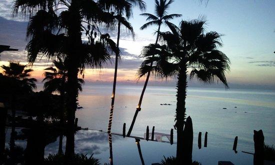 Nora Buri Resort & Spa: ビーチサイドからの朝焼け