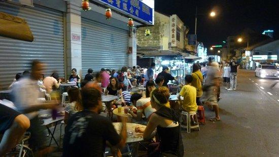 Yeng Keng Hotel: Hawker stalls outside Yeng Keng