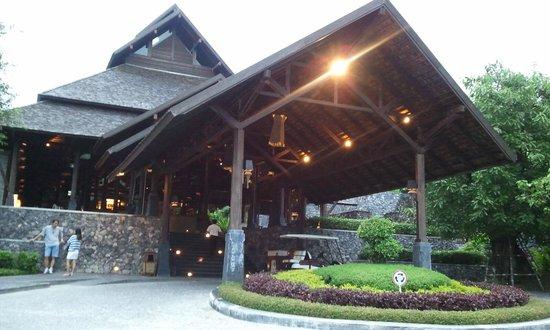 Nora Buri Resort & Spa: ホテルの正面
