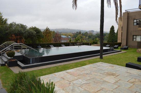 St. Andrews Signature Hotel & Spa: La piscine en automne