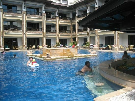 Henann Regency Resort & Spa : pool bar