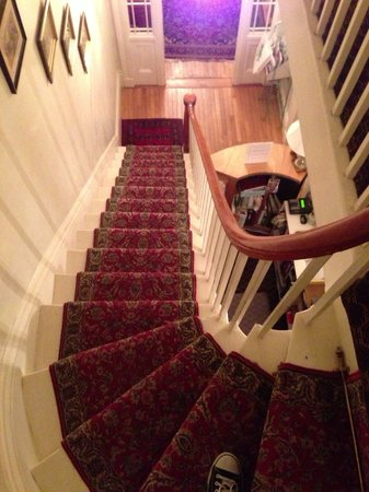 Salem Inn : Looking down at the first floor.