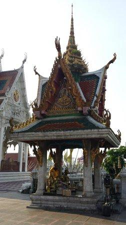 Wat Hua Lumphong : Small Shrine