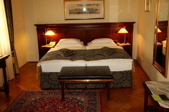 Radisson Blu Hotel Altstadt, Salzburg: Zimmer/Suite
