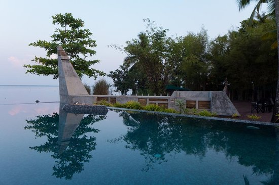 The Park on Vembanad Lake: Pool/View