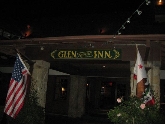 Glen Tavern Inn: entrance