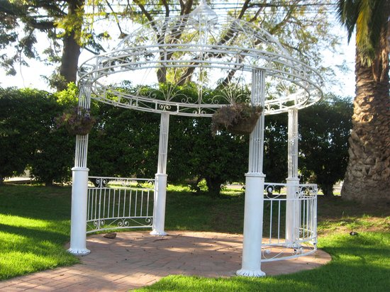 Glen Tavern Inn: gazebo