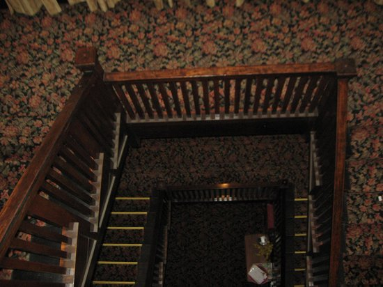 Glen Tavern Inn: stair case