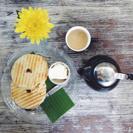 bagel cream cheese and pitta ayurvedic tea... Yummyyy!!! ��������