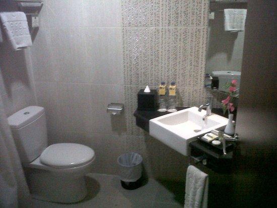 Amarelo Hotel Solo: bathroom