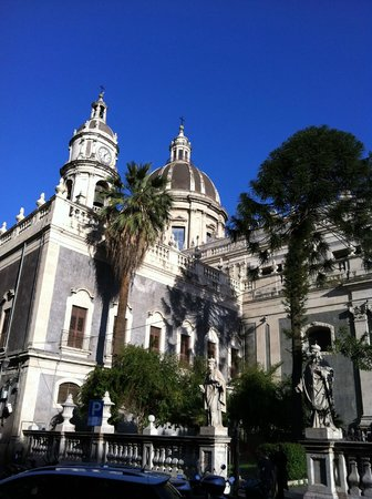 Duomo di Catania: Fianco sinistro del Duomo