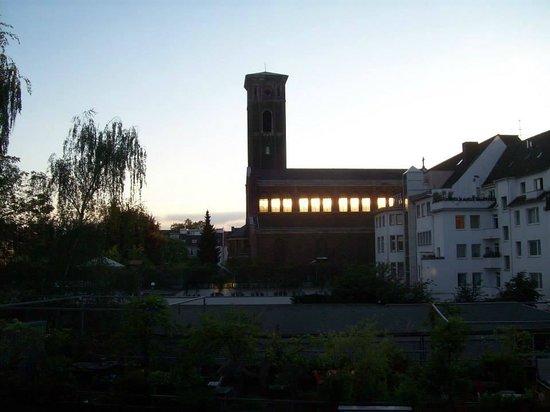 Hotel Lyskirchen: Ausblick bei Sonnenuntergang- Licht der untergehenden Sonne im Kirchenschiff