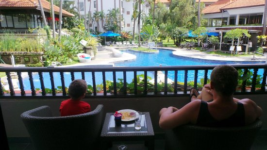 Sanur Paradise Plaza Suites: View from Room overlooking Pool