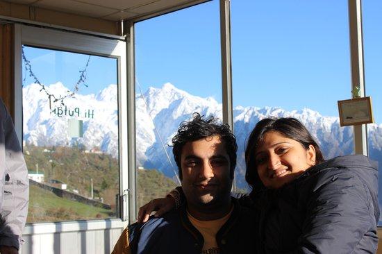 Devi Darshan Lodge: Enjoying Morning Tea at 10000feet with Family