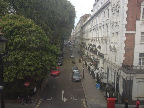 Hotel Indigo London-Paddington: Springtime in London, view from rm 215