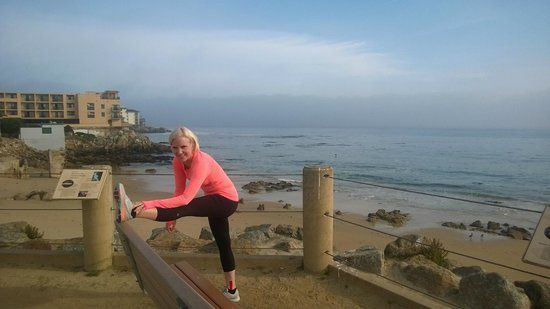 Monterey Bay Inn: Stretching in front of the hotel