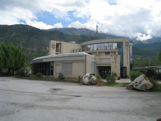 Hotel Le Ginestre: vista dell'albergo dal parcheggio