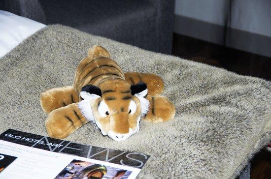 GLO Hotel Art : В каждом номере лежит симпатичная мягкая игрушка, которую можно купить
