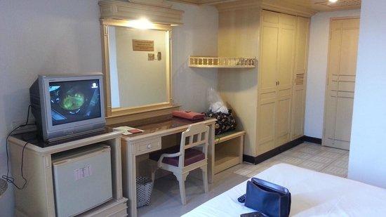 A A Pattaya Hotel: 室内
