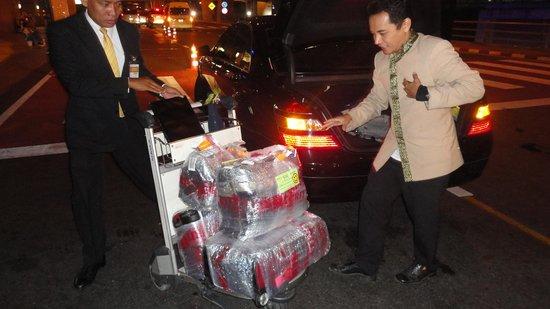 JW Marriott Hotel Bangkok: Propmpt servive