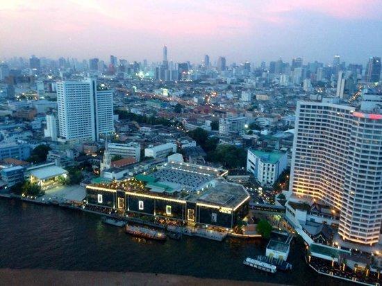 Millennium Hilton Bangkok: City Lights going on