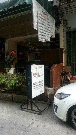 Royal Express Inn Bangkok: ホテル入口